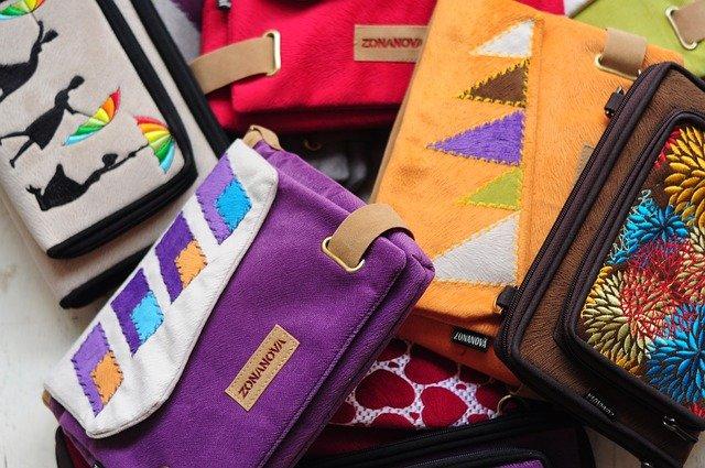 barevné peněženky.jpg