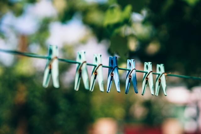 prádelní šňůra s kolíčky