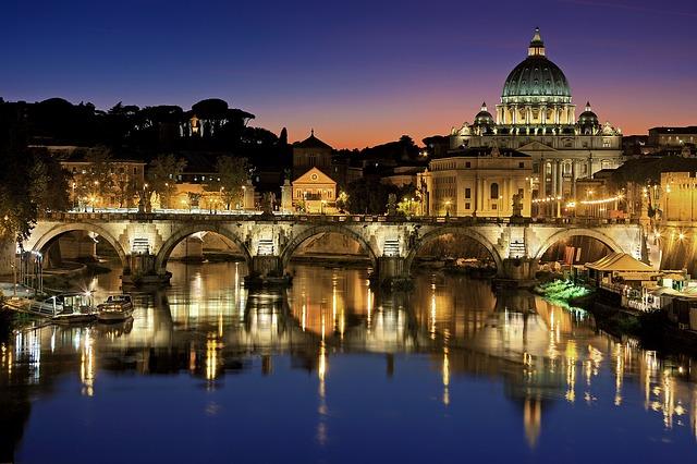 vatikán v noci