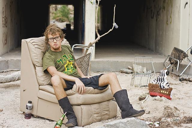 bezdomovec v křesle