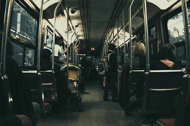 cestující autobusu