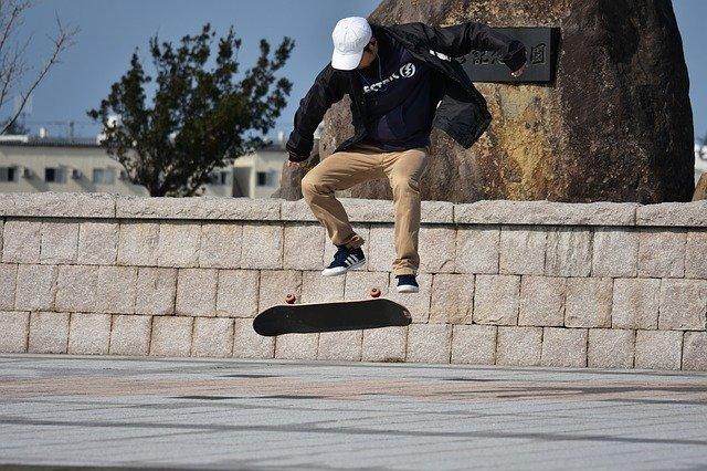 zábava na skateboardu