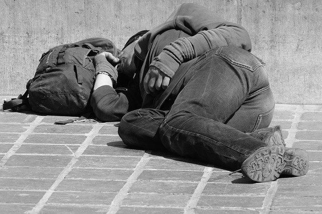 spánek bezdomovce